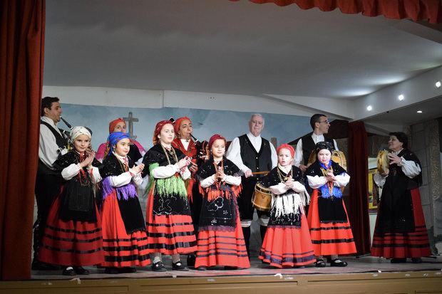 """Los principales grupos infantiles del folclore gallego dieron inicio al """"Mes de la Galeguidade"""""""