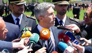 Grande-Marlaska se compromete a trabajar 'codo con codo' con la Policía