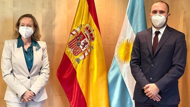 Con la mira en la reestructuración de las deudas, Guzmán avanzó con España en la 'construcción de consensos' para lograr un acuerdo