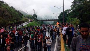 Estudiantes trancaron la Autopista Caracas-Guarenas
