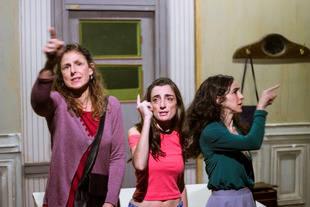 Llega por primera vez a la Argentina Hermanas, de la catalana Carol López