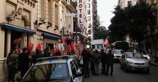 Los trabajadores de la embajada retoman la huelga ante la falta de respuesta del gobierno español