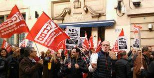 Tras considerarse manipulados por el gobierno, los trabajadores de la embajada retoman la huelga