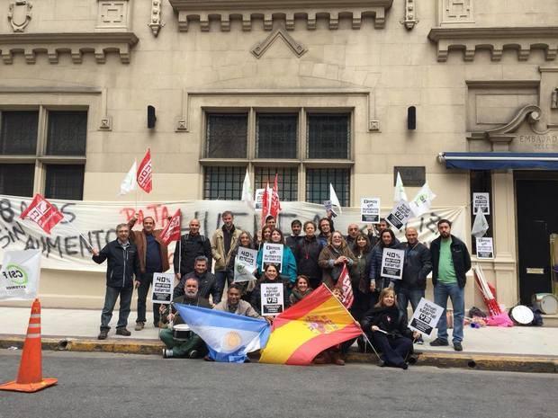 Los trabajadores de la Embajada continúan con la huelga ante la falta de respuesta del gobierno español