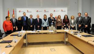La Junta y las nueve universidades públicas y privadas sellan un pacto para proteger los derechos de la infancia