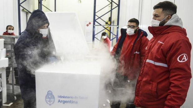 El Gobierno acelera la llegada de vacunas con vuelos de Aerolíneas a China y Moscú