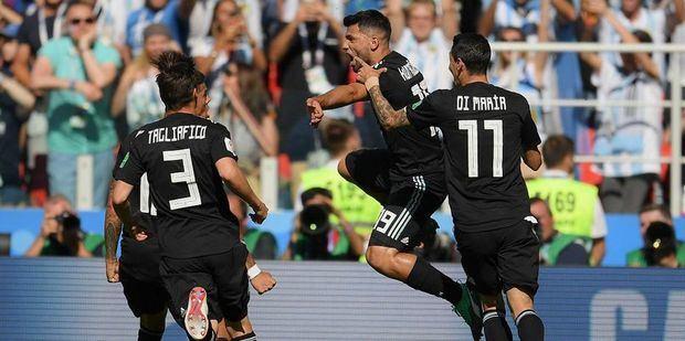 A Messi le atajaron un penal y Argentina solo pudo empatar ante una aguerrida Islandia