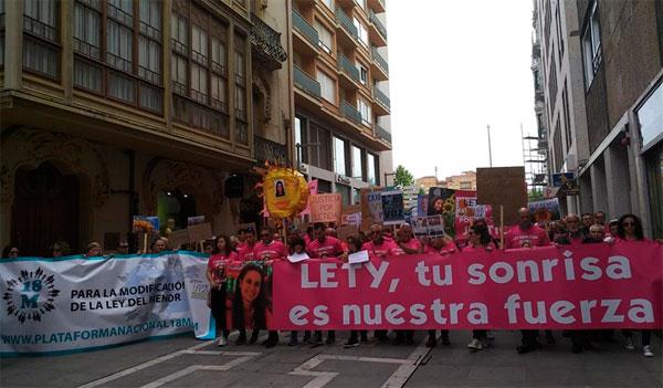 Cerca de 3.000 personas rinden homenaje a Leticia Rosino en Zamora y claman por la reforma de la ley del menor
