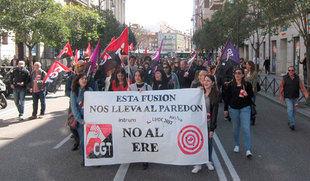Más de un centenar de trabajadores de Lindorff protestan en Valladolid contra el ERE durante una jornada de huelga