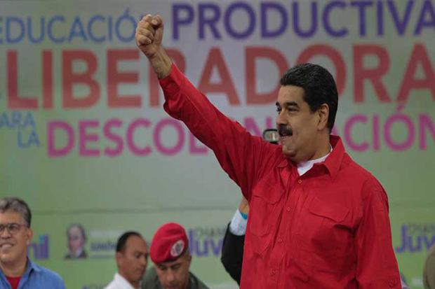 Maduro llama a maestros a generar conciencia de cara a presidenciales