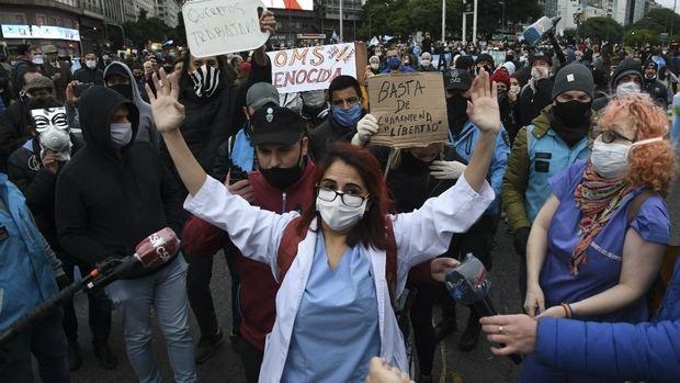 Con una total falta de empatía, manifestantes protestaron contra la cuarentena