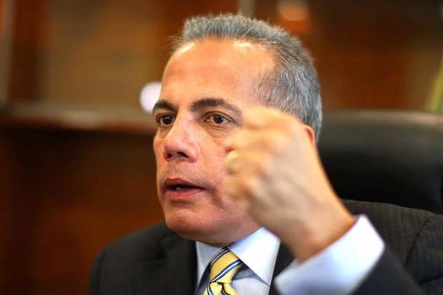 Manuel Rosales después de su autoexiliado regresa al país el día 15
