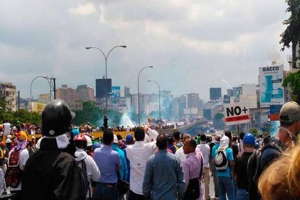 Reprimen a la oposición en la autopista Francisco Fajardo