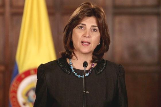 Holguín dice que van a evaluar si vale la pena ir a Unasur