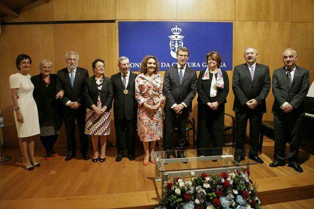 """Feijóo al entregar la medalla a título póstumo destacó que """"Paco Lores hizo de la cultura gallega algo universal"""""""