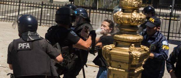 """El gobierno denunció penalmente a la oposición por """"entorpecer la actuación de la Gendarmería"""