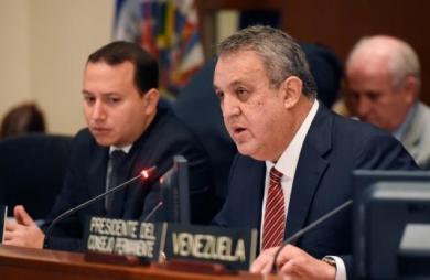 Ministro de Petróleo trata con homólogo saudí situación del crudo