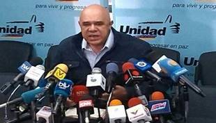 MUD denuncia unos 200 despedidos por firmar para revocatorio