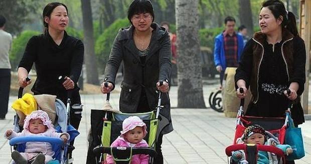 China contempla cambiar la política de un sólo hijo y permitir dos