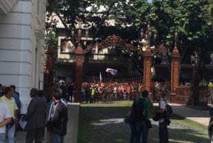 Oficialistas se concentraron en las inmediaciones de la Asamblea Nacional