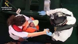 Salvamento Marítimo rescata a 52 inmigrantes en una patera a 52 millas al sur de Adra