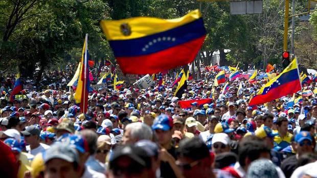 Oposición se moviliza al CNE para solicitar fecha de recolección del 20%