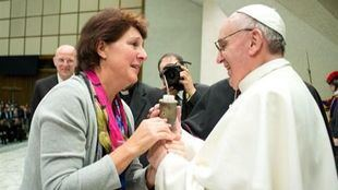 El Papa Francisco acerca más a las mujeres al nivel del sacerdocio