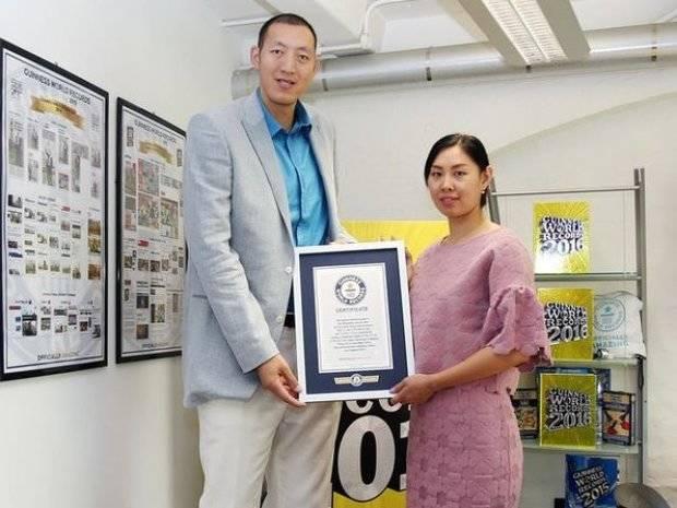 Atletas consiguen el récord Guinness por el matrimonio más alto