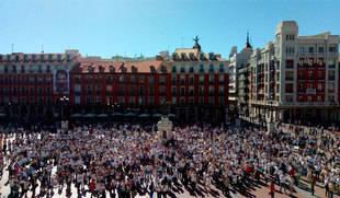 Centenares de personas reivindican en Valladolid 'diálogo' para solucionar el conflicto catalán