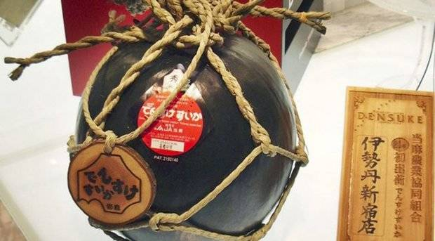 Venden una patilla negra en 2.500 euros