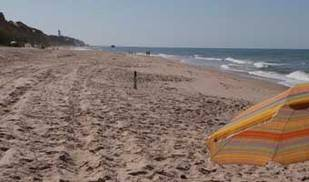 La playa de Los Muertos, de Carboneras, y la de Caños de Meca, en Barbate, entre las preferidas para agosto