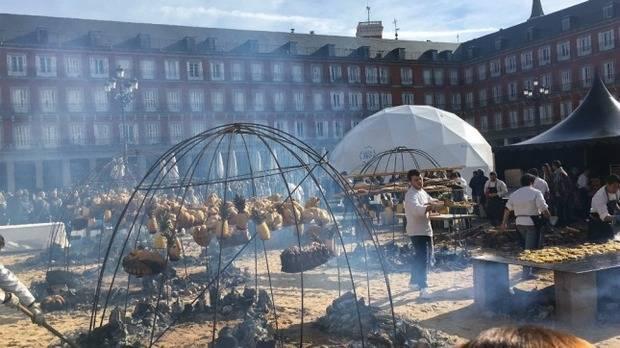 Mallmann preparó 'el gran asado argentino' en la Plaza Mayor de Madrid