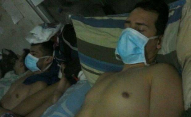 Cinco de los 14 polichacao presos se cosieron la boca