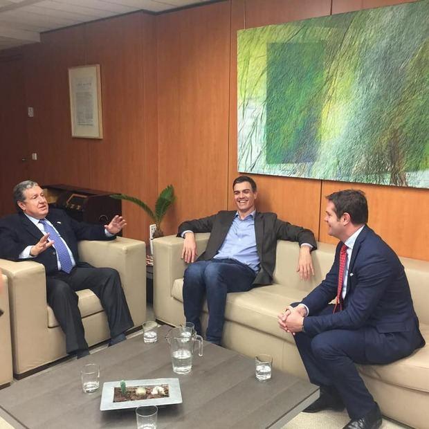 Ramón Puerta fue recibido por el líder del PSOE español