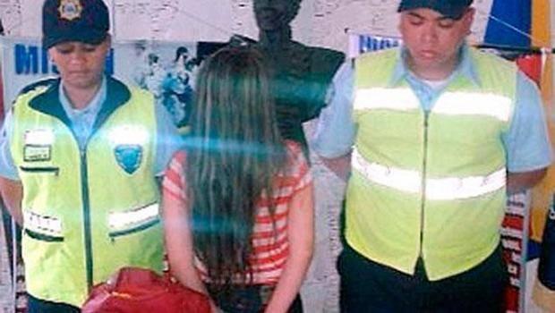 Capturan a joven con 42 tarjetas de crédito en frontera colombiana