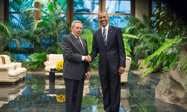 Raúl Castro recibe al presidente de EE.UU en el Palacio de la Revolución