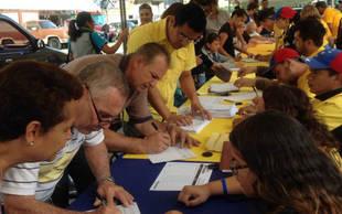 15 partidos opositores piden a la MUD rechazar condiciones para recolecci�n del 20%