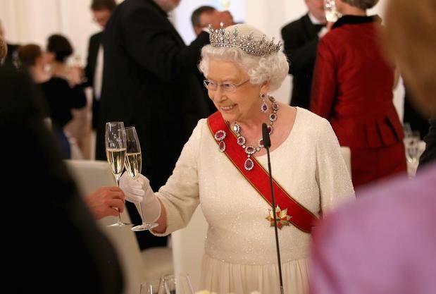 Isabel II agradece el cariño recibido como la reina con más años en el trono