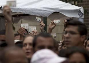 Provea procesa 200 casos de despidos en el Seniat por firmar para revocatorio