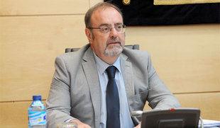 Rey cree que España no debería tener más de 9 o 10 autonomías y aboga por recentralizar algunas competencias