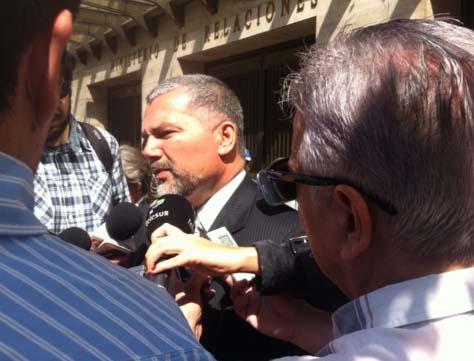 Molina dice en Chile que la ley de amnistía viola los DDHH
