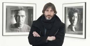 Una exposición recoge 100 rostros representantes de Marbella