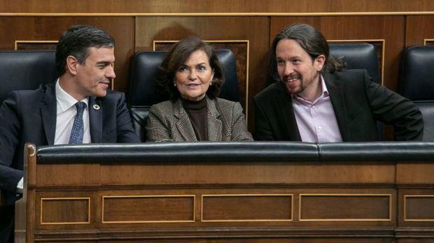 Sánchez e Iglesias firman el acuerdo para el primer gobierno de coalición en España