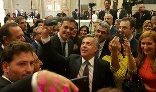 Cornejo participó de un cóctel junto al presidente español Pedro Sánchez