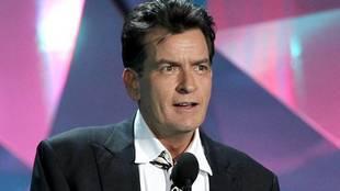 Charlie Sheen fue hospitalizado tras consumir almejas en mal estado