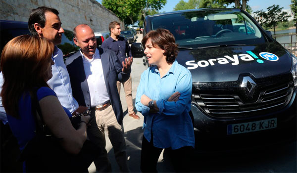 Sáenz de Santamaría reprocha a Sánchez que el único Pedro que defiende a España es