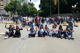 Estudiantes y opositores realizan el llamado