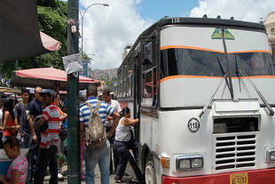 Transportistas aspiran cobrar Bs 300 en abril