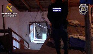 Detenidos cinco miembros de una organización internacional de trata de seres humanos que trasladaban a Segovia