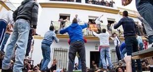 Los triguereños realizan este domingo sus tiradas al paso de San Antonio Abad que procesionará casi 36 horas